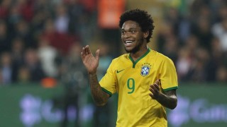 Luiz Adriano con la maglia del Brasile