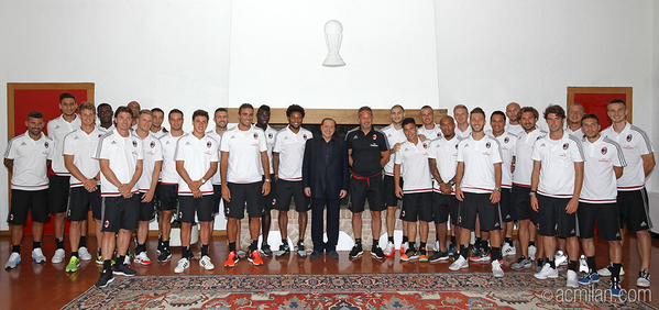Foto squadra con Berlusconi