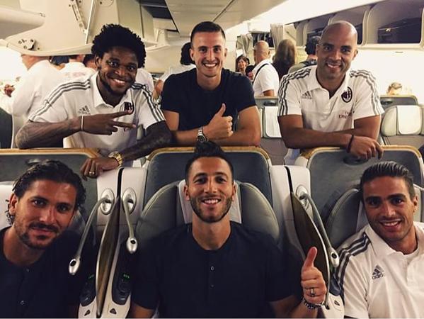 Il Milan in volo per la tournée in Cina