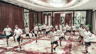 Milan, stretching in hotel a Shenzhen
