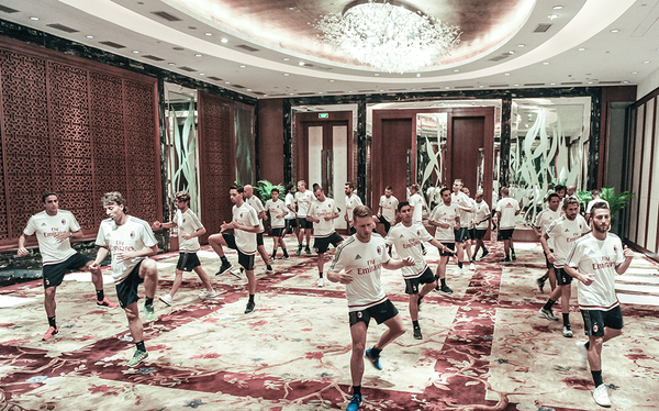 Milan, stretching in hotel a Shenzhen