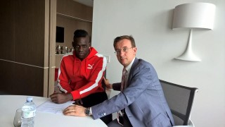 Balotelli firma col Milan