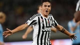 Paulo Dybala esulta con la maglia della Juventus