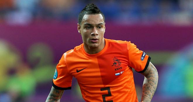 Gregory Van der Wiel con la maglia dell'Olanda