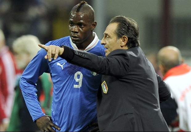 Prandelli e Balotelli durante Italia-Danimarca