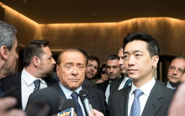 Silvio Berlusconi e Bee Taechaubol