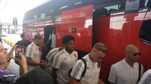 Il Milan in partenza per Monaco di Baviera