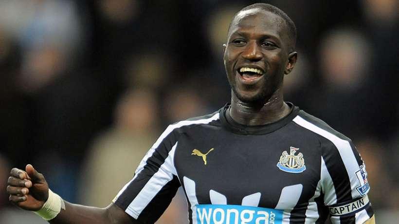 Moussa Sissoko con la maglia del Newcastle
