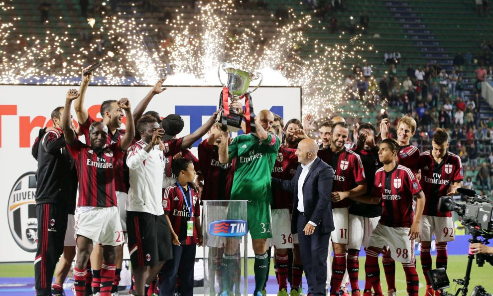 Il Milan festeggia la vittoria del Trofeo Tim 2014